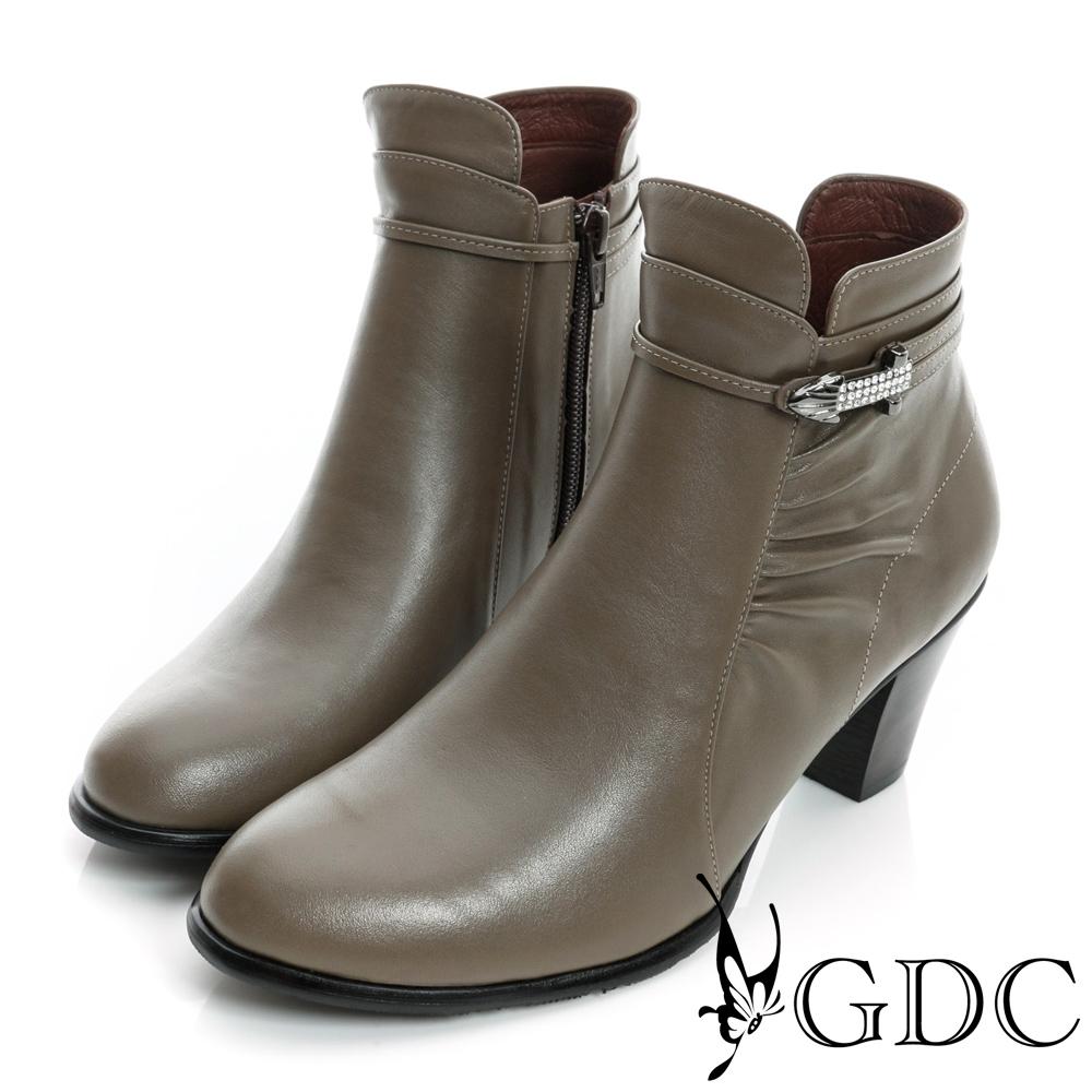 GDC個性-細扣帶水鑽金屬飾片真皮中跟短靴-卡其色