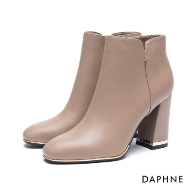 達芙妮DAPHNE 短靴-金屬飾片方頭粗高跟踝靴-駝