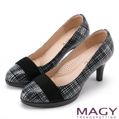 MAGY 完美比例首選 素面氣質壓紋牛皮圓楦高跟鞋-格紋黑
