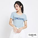 SOMETHING 牛仔紋LOGO印花U領短T恤-女-淺藍