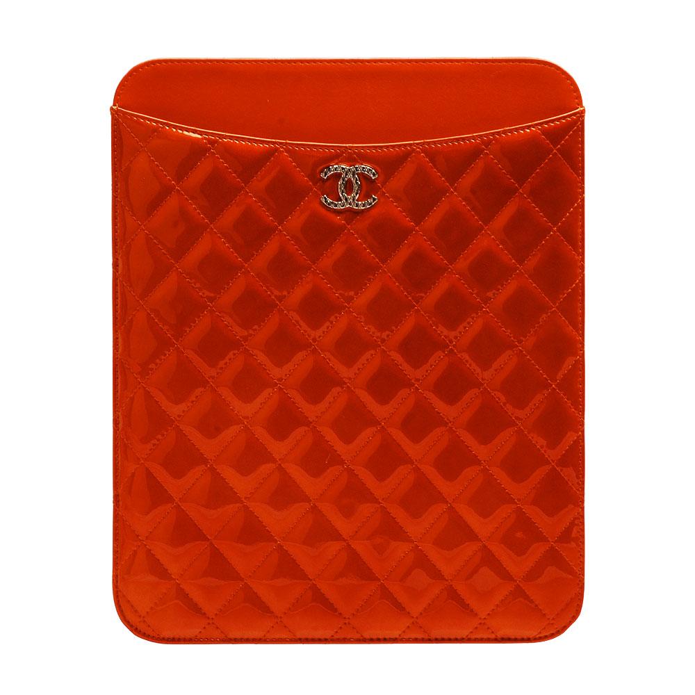 CHANEL 經典菱格紋小牛漆皮立體刻紋小香LOGO IPAD保護套(橘色)