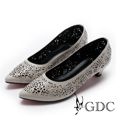 GDC-氣質素雅雷射雕花簍空低跟鞋-米杏色