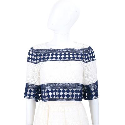 PHILOSOPHY 藍白色縷空織花短版上衣(附背心)