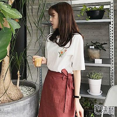 刺繡花朵T恤+下擺開叉中長裙套裝(贈腰帶)-mini嚴選