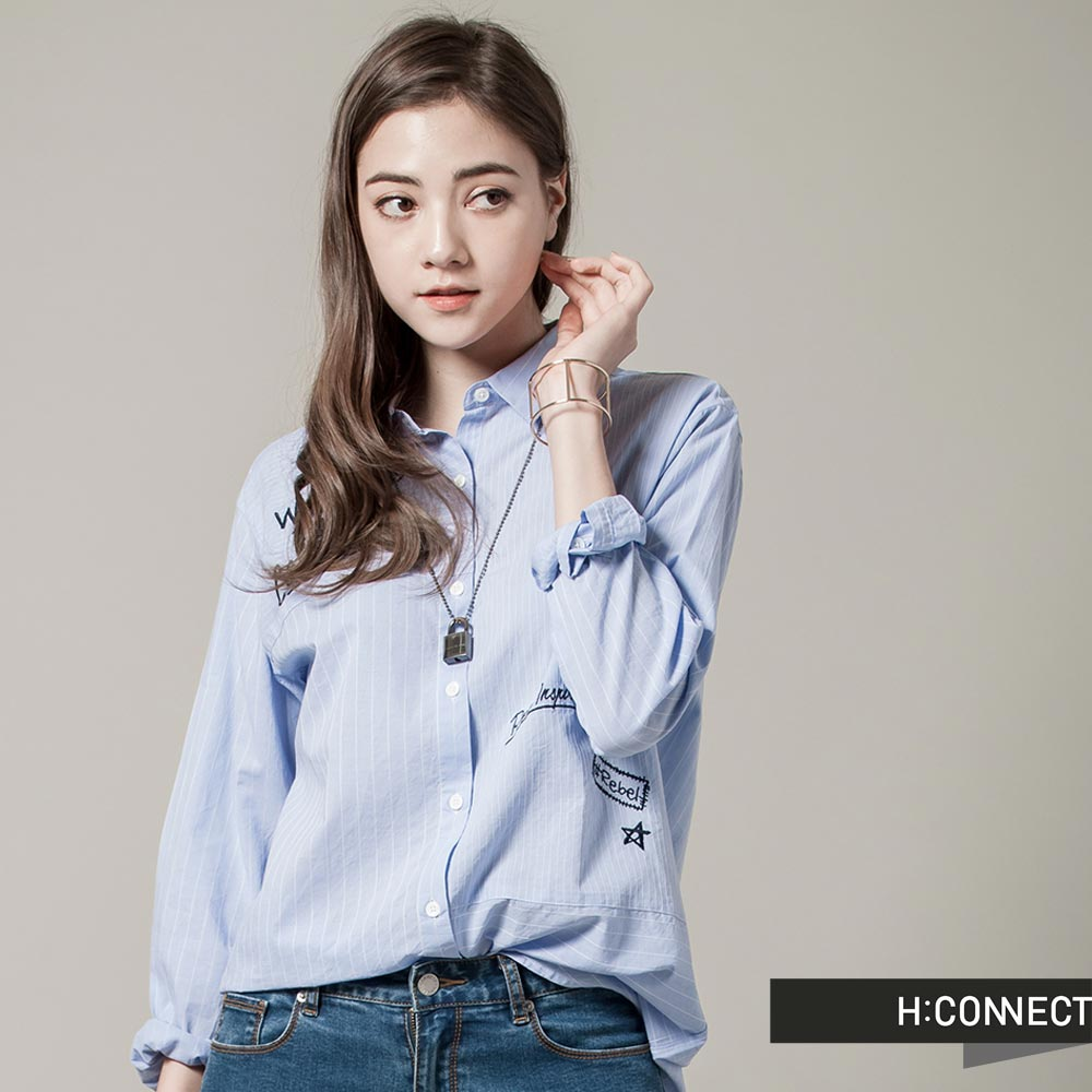H:CONNECT韓國品牌女裝CONNECT不對稱草寫襯衫藍