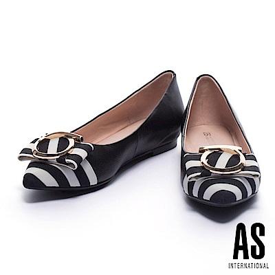 平底鞋 AS 夏日度假風金圓飾設計異材質拼接尖頭內增高平底鞋-黑