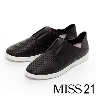 休閒鞋-MISS-21-都會休閒沖孔牛皮兩穿平底休閒鞋-黑