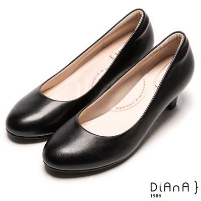 DIANA 漫步雲端輕盈美人A款--素雅真羊皮輕音制鞋-黑