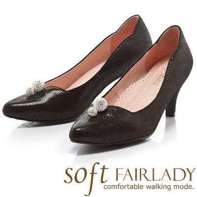 Fair Lady Soft芯太軟 水鑽桃心領設計壓紋尖頭高跟鞋 黑