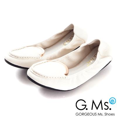 G.Ms.  輕旅行-全真皮典雅金屬飾釦折疊豆豆鞋-柔美白