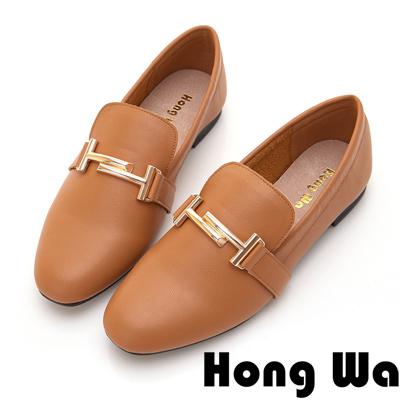 Hong Wa 簡約素面H飾釦休閒跟鞋 - 棕