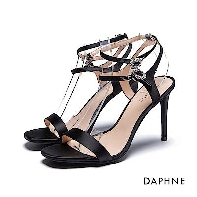 達芙妮DAPHNE 涼鞋-水鑽環扣一字緞面高跟涼鞋-黑