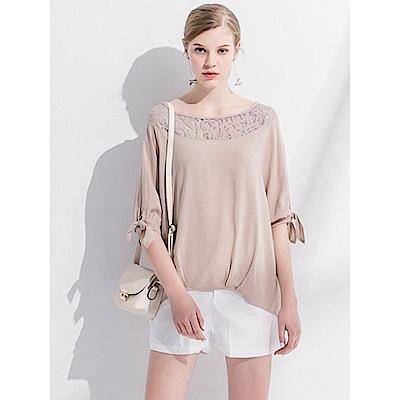 蕾絲鏤空肩造型寬圓領七分袖綁帶上衣.2色-OB嚴選