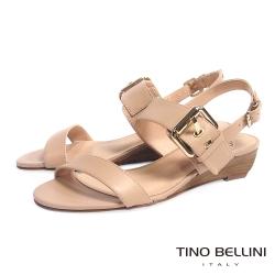 Tino Bellini 巴西進口氣質雙釦帶小坡跟涼鞋_淺駝