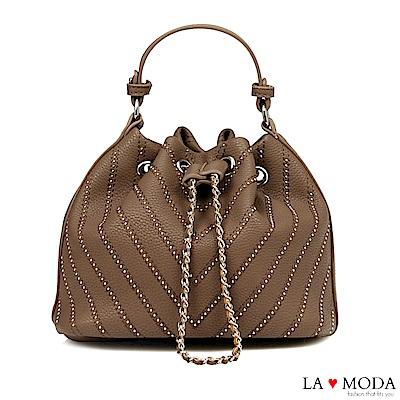 La Moda 率性百搭鉚釘線條束口肩背斜背水桶包(灰)