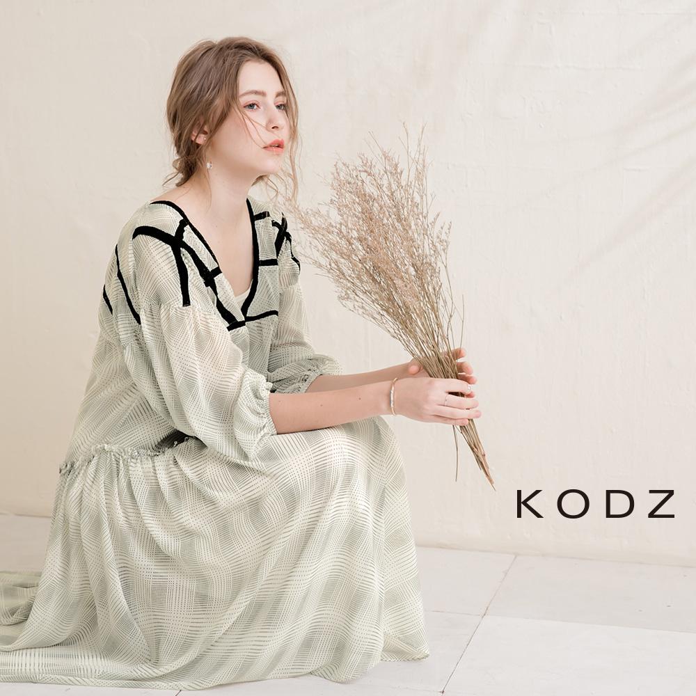 東京著衣-KODZ 慵懶隨性蕾絲印花長洋裝(共一色)