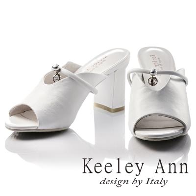 Keeley Ann 浪漫滿分~深V造型復古水鑽墜飾真皮高跟拖鞋(白色)