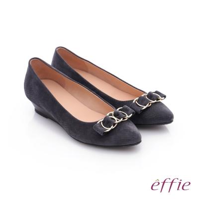 effie 都會舒適 絨面壓紋環環相扣低跟鞋 灰色