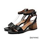 達芙妮DAPHNE 涼鞋-穿繩裝飾後幫片一字帶中跟涼鞋-黑