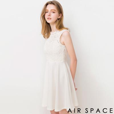 AIR-SPACE-睫毛蕾絲深V美背傘襬洋裝-白