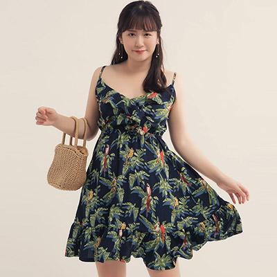 AIR SPACE PLUS 熱帶印花交叉領荷葉裙襬短洋裝(藍)