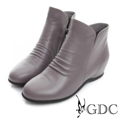 GDC個性-抓皺V切口拉鍊真皮內增高短靴-槍灰色