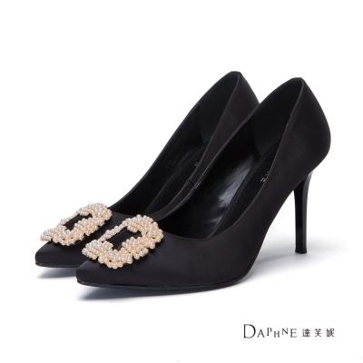 達芙妮DAPHNE 高跟鞋-珍珠花飾緞面尖頭鞋-黑