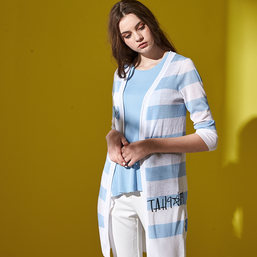 ICHE 衣哲 條紋撞色字母印花七分袖長版造型針織外套(兩色)-藍