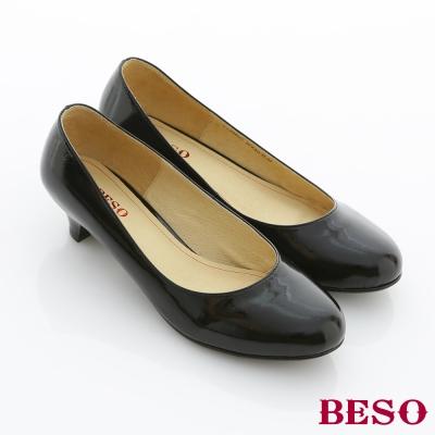 BESO都會職人-辦公室必備素面低跟包鞋-鏡面黑