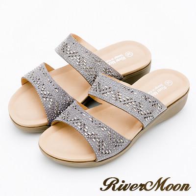River&Moon大尺碼-超Q軟亮鑽二字帶厚底涼拖鞋-灰