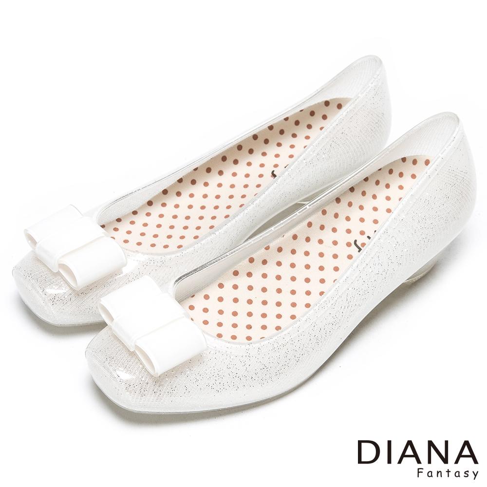DIANA 漫步雲端點點款--時尚方形蝴蝶飾釦雨鞋-米