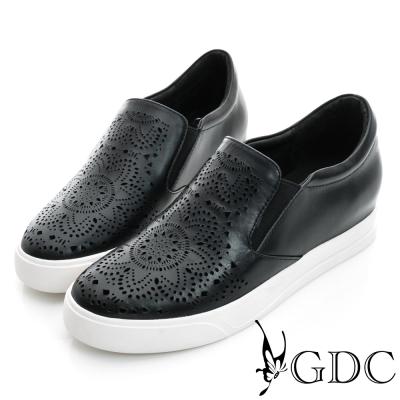 GDC-舒適雕花沖孔真皮內增高懶人休閒鞋-黑色