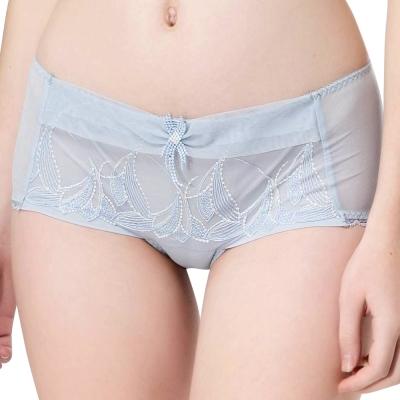 思薇爾 羽霓精靈系列M-XL蕾絲刺繡中低腰平口內褲(星晨灰)