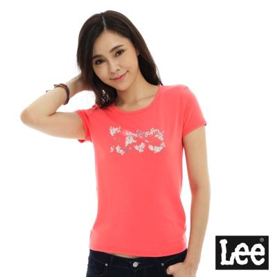 Lee 短袖T恤 白色花朵點綴LEE文字印刷 -女款(粉紅橘)