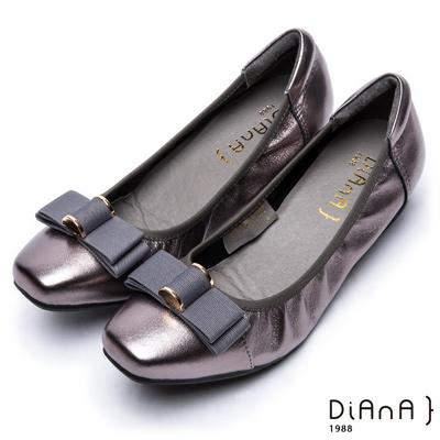 DIANA復古休閒 --方頭立體金屬釦織帶蝴蝶結真皮內增高鞋-錫