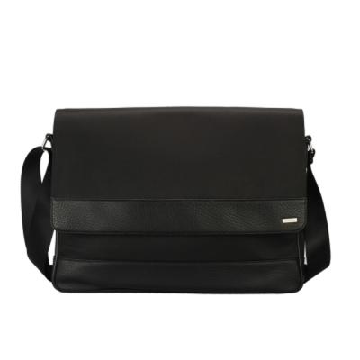 Calvin Klein 經典拼接尼龍皮革飾邊郵差包-黑色