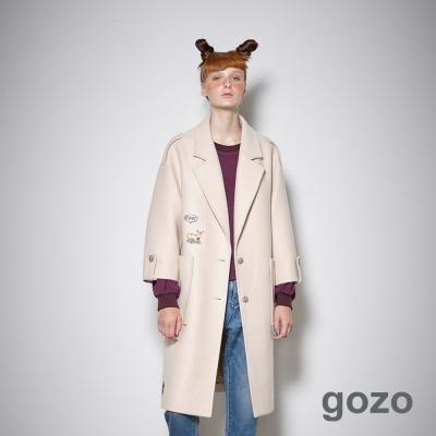 gozo 獨特女孩造型貼布開襟長版西裝外套 (二色)-動態show
