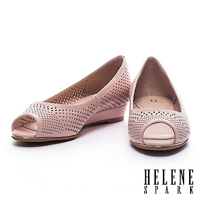 低跟鞋 HELENE SPARK 典雅菱格沖孔羊皮魚口楔型低跟鞋-粉