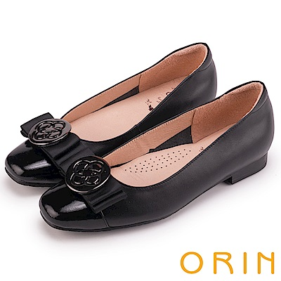 ORIN 甜美素雅 雙材質拼接牛皮飾釦低跟鞋-黑色