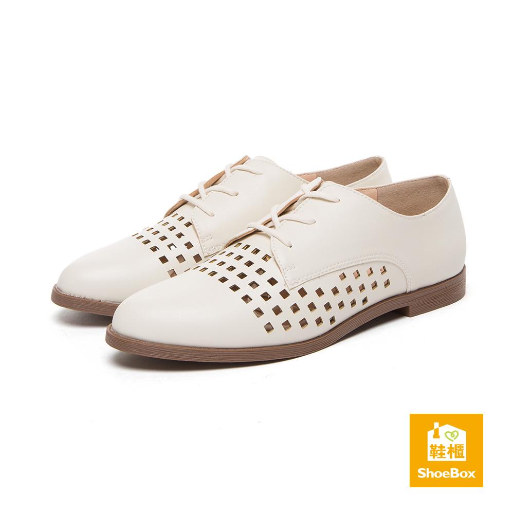 達芙妮DAPHNE ShoeBox系列 休閒鞋-縷空綁帶尖頭紳士鞋-米