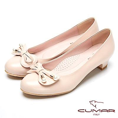 CUMAR粉領時尚-珍珠裝飾真皮低跟包鞋-粉膚色