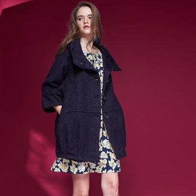 ICHE衣哲 時尚光澤感大翻領羊毛造型長版大衣外套-藍