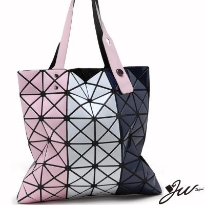 JW魔幻漆皮幾何直式三色拼貼變形包-粉白藍-快