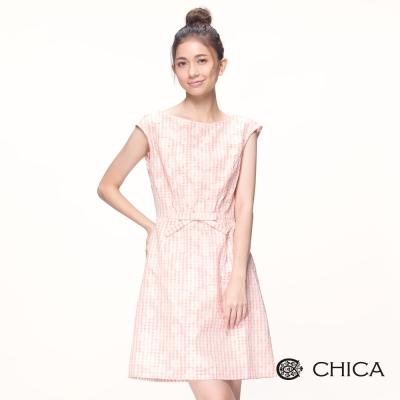 CHICA 夢幻雲朵小格紋落肩造型洋裝(1色)