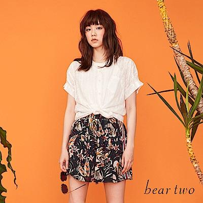 beartwo 清透花紋感後背交叉線條造型上衣(二色)
