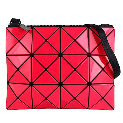 ISSEY MIYAKE 三宅一生BAOBAO雙色軟質方格3x4小型斜背包(紅/桃紅)