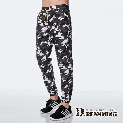 Dreamming-時尚迷彩皮標抽繩束口休閒長褲