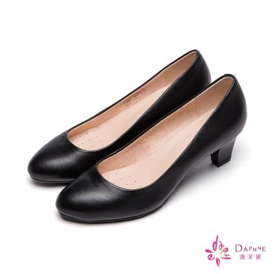 達芙妮DAPHNE-小資女首選真皮霧面木紋粗跟鞋-百搭黑8H