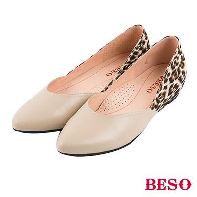 BESO 永恆優雅 動物紋拼接內增高尖頭平底鞋~米