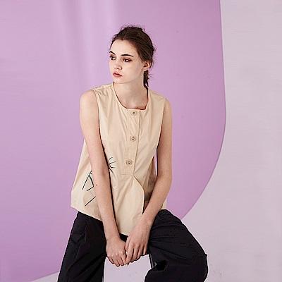 ICHE 衣哲 時尚文藝感印花鈕扣立體打摺剪裁設計上衣-杏